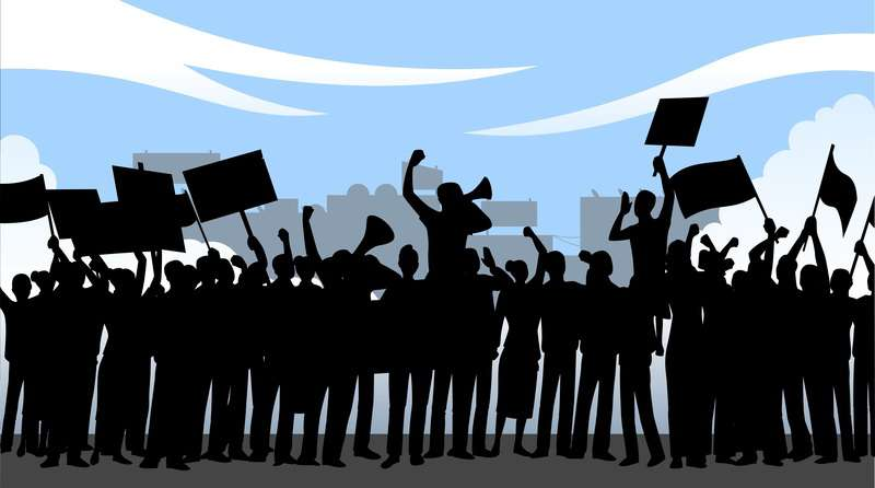 Demonstrující lidé