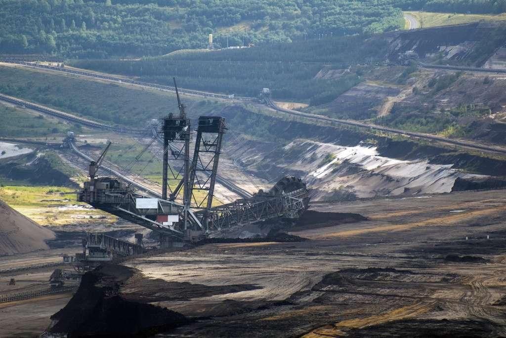Těžba uhlí v povrchovém lomu