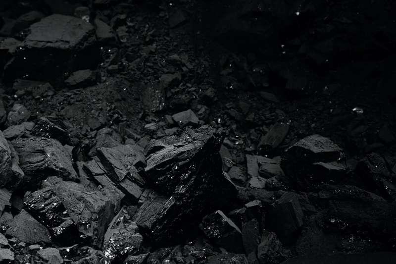 Černé uhlí.
