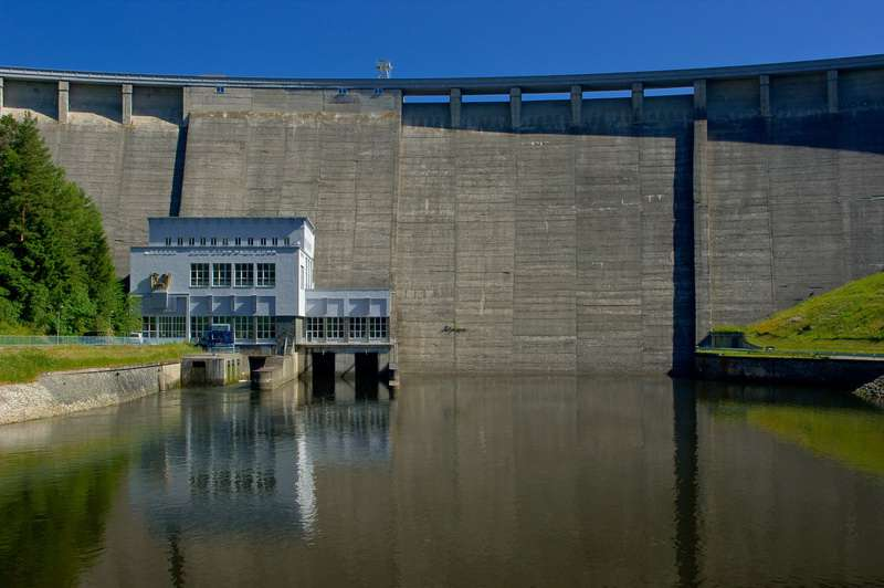 ČEZ lákají vodní elektrárny u sousedů
