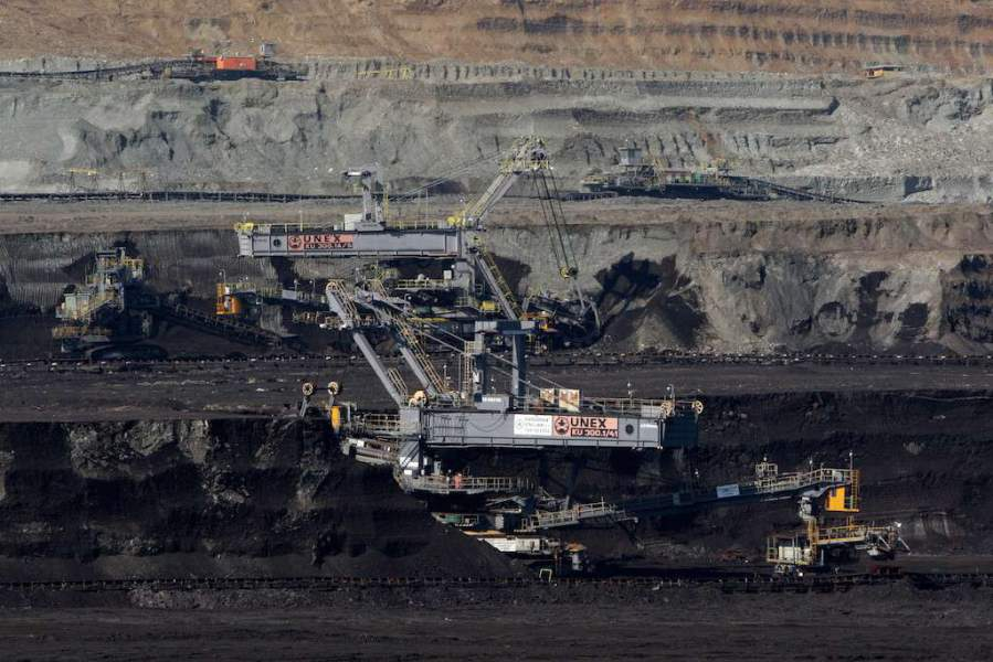 Velkostroj KU 300 v uhelné sloji na velkolomu Jiøí u Sokolova