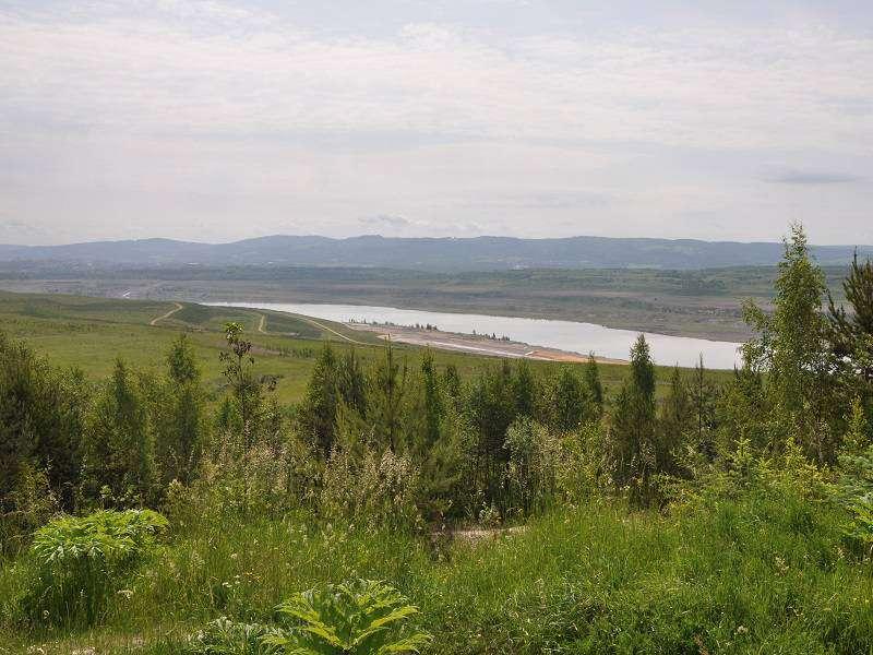 Jezero Medard (červen 2010). Foto: wikipedia.com Ben Skála