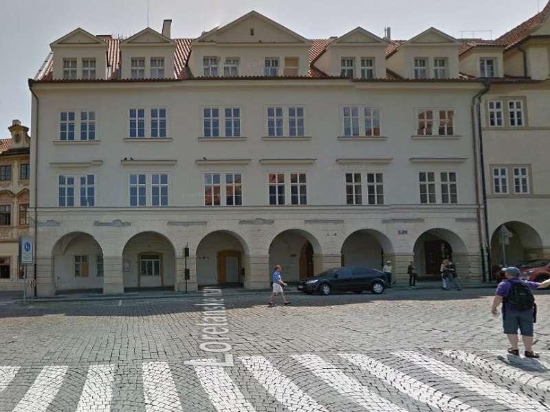 Většinu objektu zaplní Bakalova rezidence, Havlova knihovna bude jen v menší části. Foto: google street view