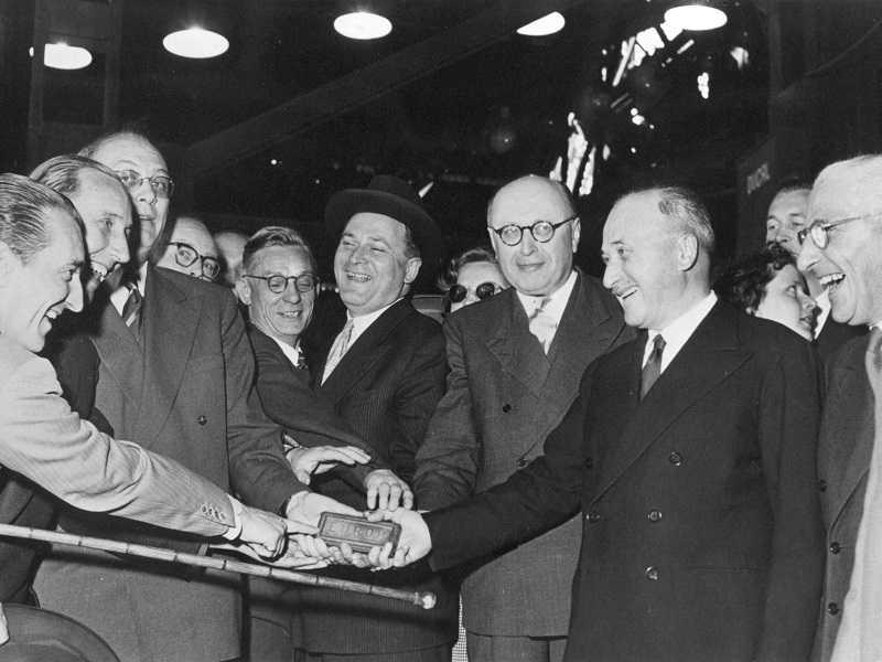 Rok 1951 a oslava při zakládání ESUO, které zdesetinásobilo obchod suhlím, zlepšilo sociální zabezpečení horníků a ušetřilo miliardy ECU. Zdroj: Euroskop