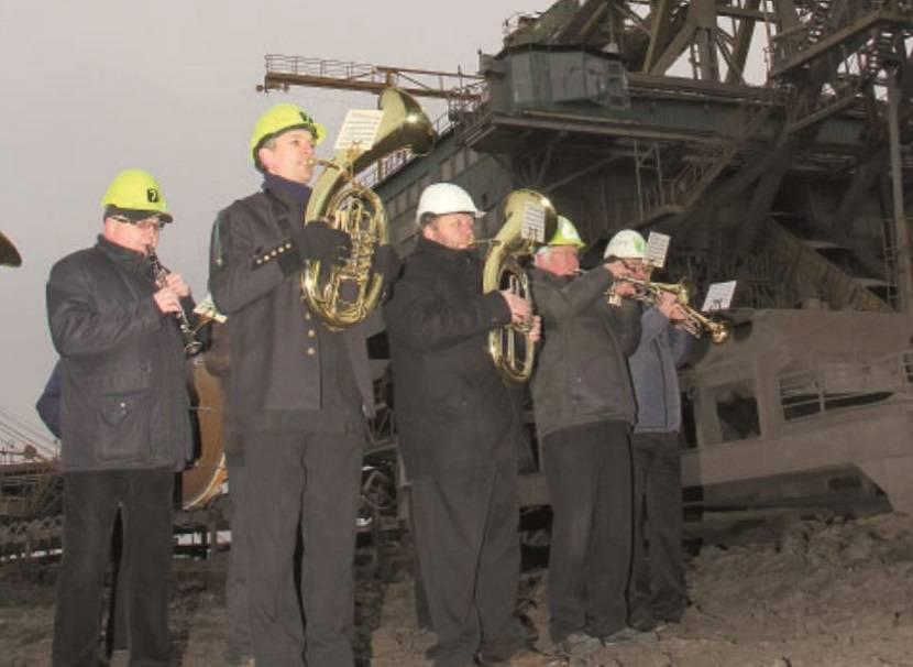 Rozloučení s velkostrojem jak se patří, hrála i pravá hornická dechovka. Foto: Czech Coal