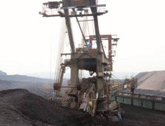 Odstavený velkostroj zase těží uhlí