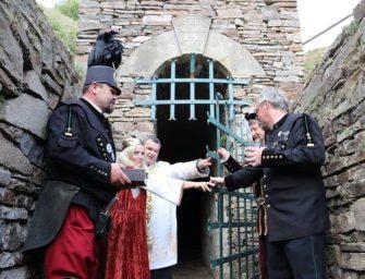 Cáder chce najít starou malachitovou jeskyni