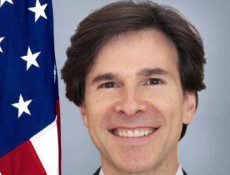 Bývalý velvyslanec USA Schapiro je Bakalovým právníkem