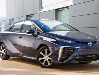 Toyota: Výrobci musí zvažovat varianty elektromobility