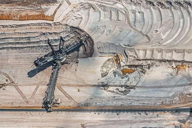 Letecký snímek povrchového lomu v Německu.