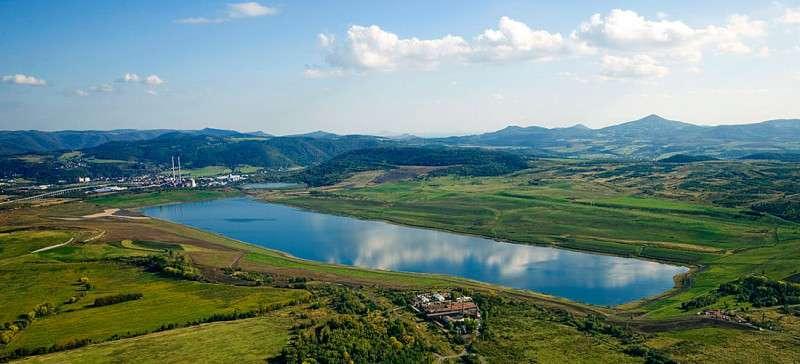 Jezero Milada přivítá návštěvníky