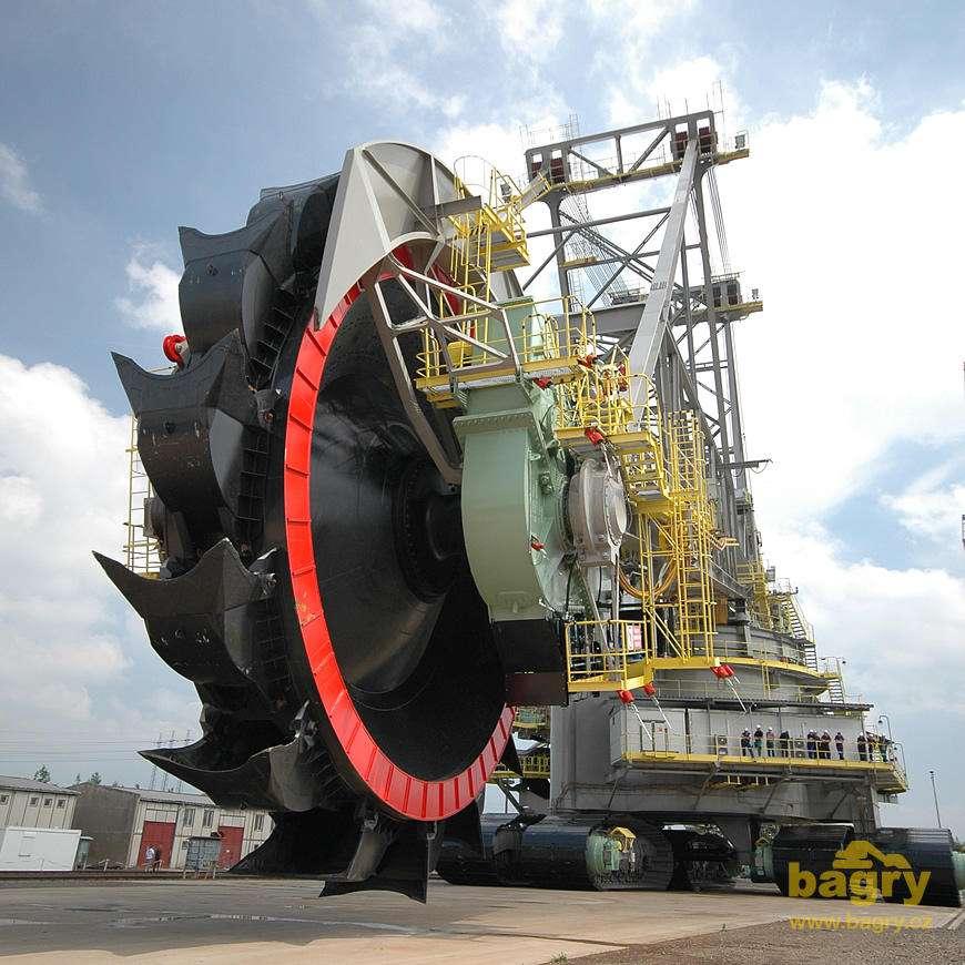 Rypadlo KK1300 těží uhlí v dolech Bílina