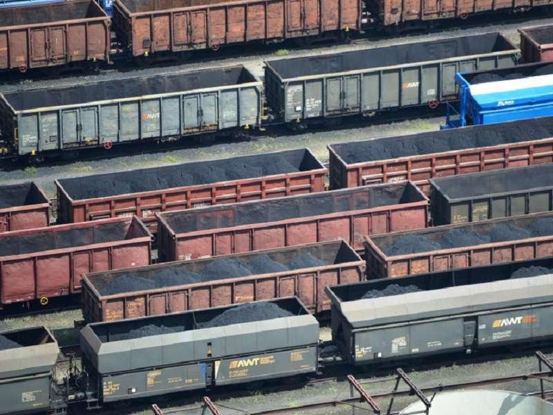 Vagony s uhlím v Dole Darkov_Foto OKD