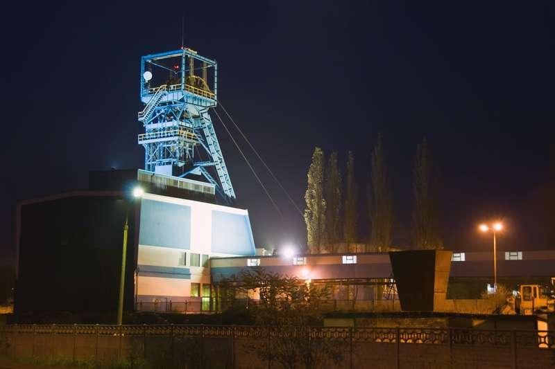 Hlubinný důl v noci