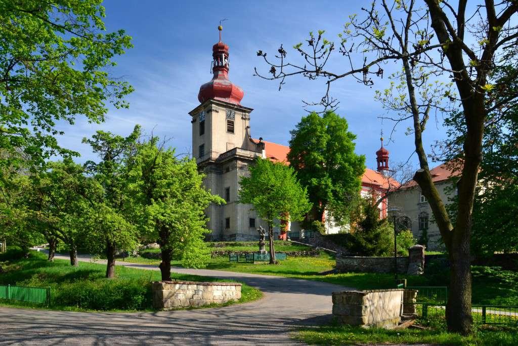 Horní_Jiřetín_-_Kostel_Nanebevzetí_Panny_Marie