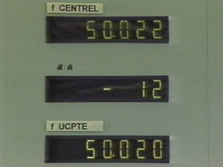 Rozdílné frekvence CENTREL a UCPTE, které se po propojení sousta srovnaly. Foto: ČEPS
