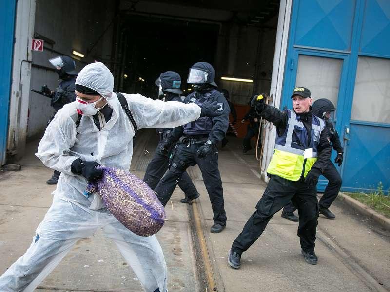 Ekologické aktivisty pozatýkala policie. Foto: endegelände.org