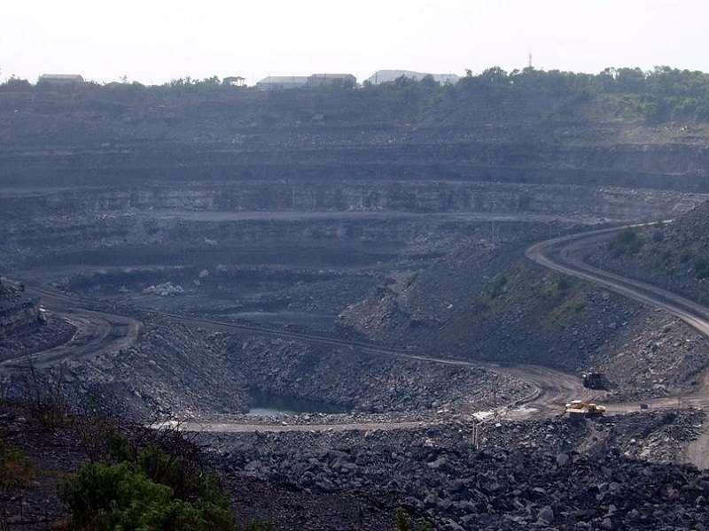 Důl v okolí dvoumilionového Dhanbádu, zvaného také Indické hlavní město uhlí. Foto: wikipedia.org