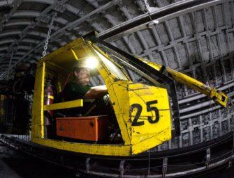 Důlní vozíky zdobí prostranství v Ostravě-Jihu