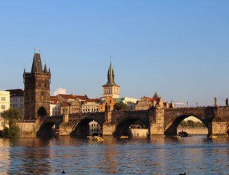 Horníci prošli po Karlově mostě