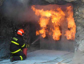 Na hořící metan neplatí voda, ale prášek